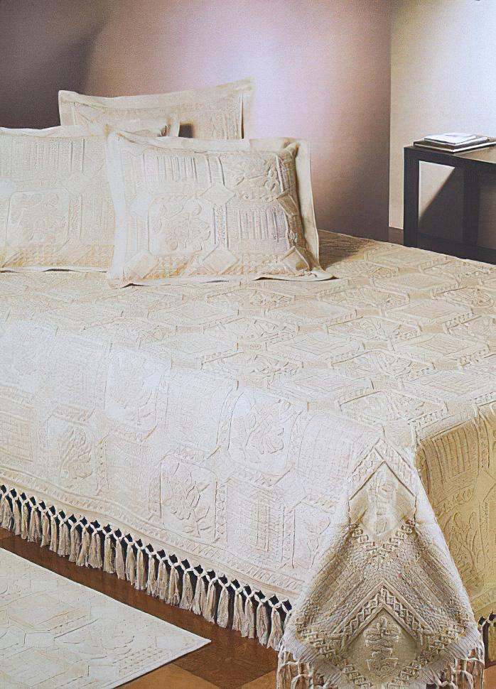 Přehoz na postel GABLE béžový s kytičkami ve čtvercích, 220x260cm, dvojlůžkový